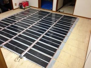 電気フィルム式床暖
